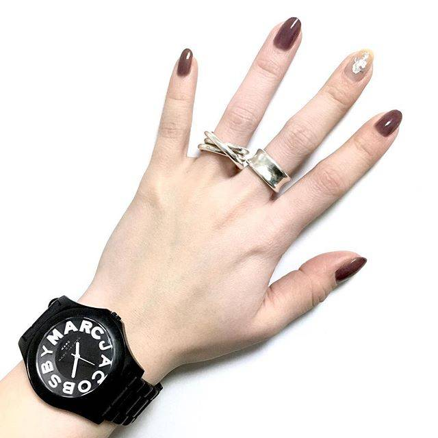 c.nさんはInstagramを利用しています:「最近はずっとRMKのポリッシュ💅🏻 #rmk #marcbymarcjacobs  #silverring #silver925 #asamifujikawa #selfnail  #セルフネイル #rmkネイルポリッシュ #シアーモーブ #腕時計…」 (53575)