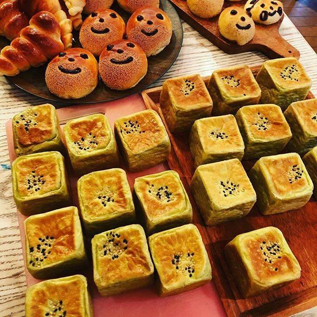 GOPANさんはInstagramを利用しています:「今日は、オーダーメイドの ❤️幸せのあんぱん❤️ モリンガいりの  きな粉あんぱんを 朝からいっぱい焼き上げました!! 😊🙌わーい!パンに  囲まれてるって  幸せだなって  思った😃🙌💕#自家製酵母パン#モリンガ#GOPAN58#大山ランチ…」 (53690)