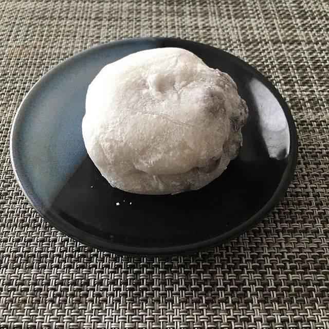 Madoko SuzukiさんはInstagramを利用しています:「昨日、買って食べた甘楽の豆大福。餡子は時々食べたくなります(^_^)赤えんどう豆、子供頃は苦手でどけて食べてたな(^_^;)#銀座甘楽 #豆大福」 (54060)