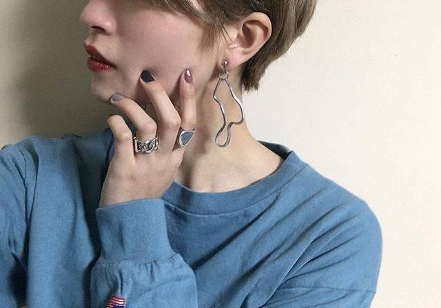 """yuri on Instagram: """".ぐねんぐねんのイヤリング☺︎かんわええ〜大振りでも軽いし揺れ感もステキっす😎👏.#eden#earring"""" (54264)"""