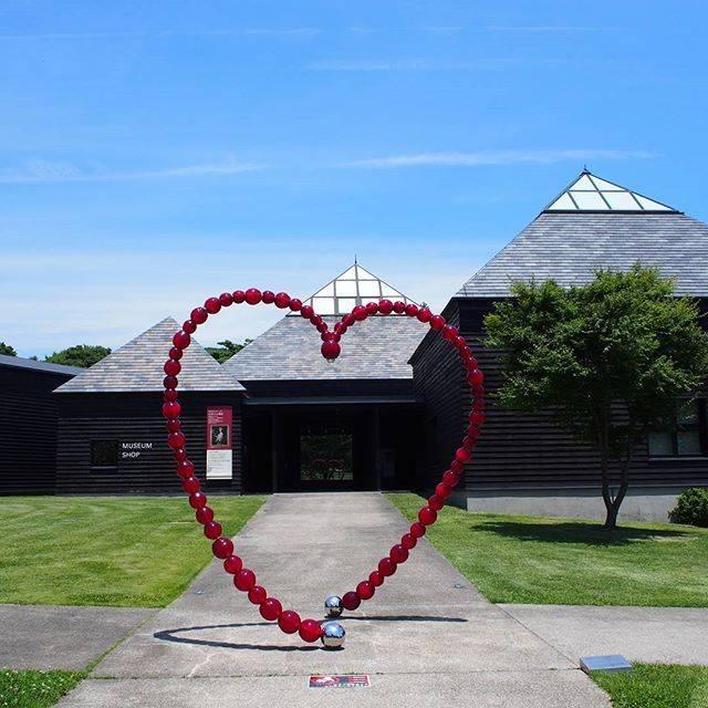 mikaさんはInstagramを利用しています:「おはようございます☀「女神たちの饗宴」草間彌生、蜷川実花、奈良美智などの作品「古/今」書院で見る現代美術を観賞しました磯崎新設計のモダンな建物も素敵です✨#昨日#美術館#現代美術#reminiii_fan #ハラミュージアムアーク」 (54401)