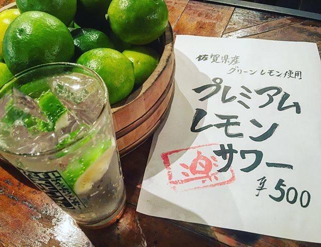 ワイン倶楽部 楽さんはInstagramを利用しています:「今年もやってきました!スッキリ爽やか国産グリーンレモンを使った『プレミアムレモンサワー』数量限定なんで、早い者勝ちですよー!#東京ワイン倶楽部楽 #渋谷#izakaya #レモンサワー#国産レモン #レモンサワーフェスティバル #ワイン#道玄坂#台風」 (54428)