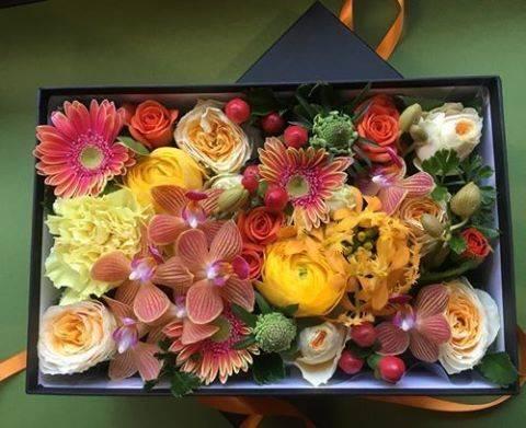 花屋 フローリスト カノシェさんはInstagramを利用しています:「BOXアレンジのお花をお届けしました!  #BOXアレンジ #カノシェ #box #花の贈り物 #花屋 #フラワーギフト #スタンド花 #スタンドフラワー #フラスタ #フラワーアレンジメント #花束 #胡蝶蘭 #フローリストカノシェ #いいねした人全員フォローする…」 (54739)