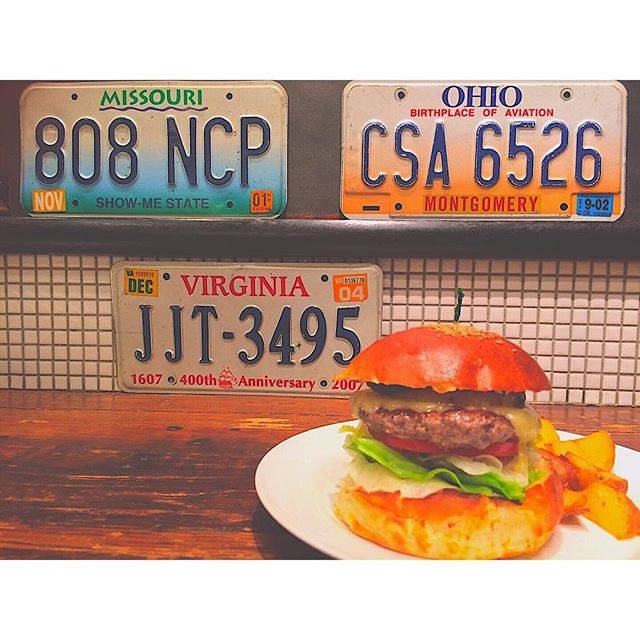 "akity on Instagram: ""*Hamburger in roppongi.#hamburger#grilledpineapples#roppongi#1224."" (54924)"