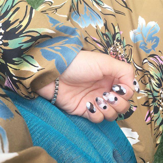 ラシュシュ さなさんはInstagramを利用しています:「ひまわりの浴衣🌻とモノトーンネイル💅合う気がする☝️ #lachouchounails #ラシュシュ #nails #nailstagram #nailsalon ・#浴衣#ドットネイル #モノトーンネイル #花火大会 #ターコイズカラー #帯 #浴衣ネイル」 (55128)