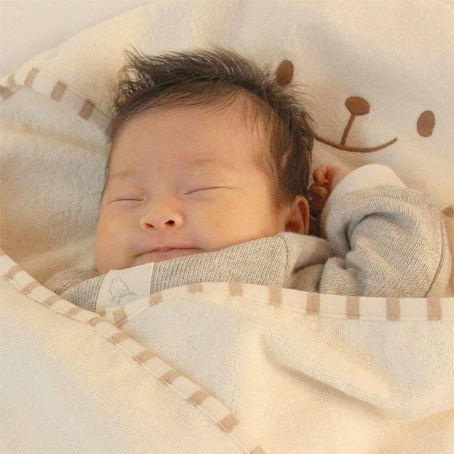 Petite feeさんはInstagramを利用しています:「まんぷく♪ まんぞく♪  #organiccotton #baby #cotton #made_in_japan #goodquality #pristine #fastasleep #babyblanket #bear #babywrapper #オーガニックコットン…」 (55342)