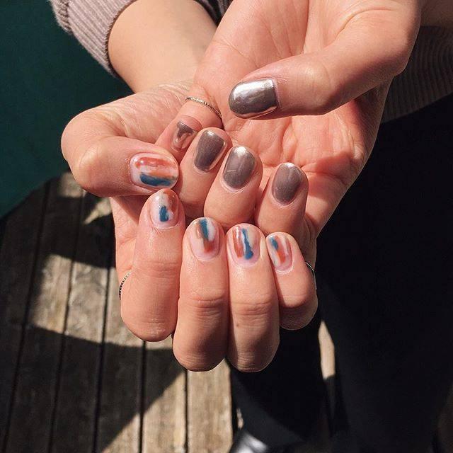 ANN TAKEUCHI👶🏻さんはInstagramを利用しています:「、今日もお疲れ様でした☺️.今回も少しシンプルに❤︎好きな色の組み合わせ〜🧡.#nails #nailstagram #ミラーネイル #クリアネイル」 (55505)