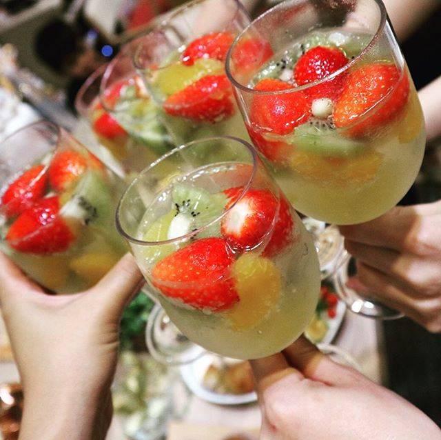 Tomomin💋さんはInstagramを利用しています:「みんなに差し入れのフルーツポンチ🍓🥝🍍🍊さっぱりで美味しかったしBaby Showerの雰囲気にもピッタリ🍹🍹🍹🍹🍹🍹🍹🍹🍹🍹🍹 #フルーツポンチサイダー#シュワシュワ#乾杯グラス#みんなありがと#感謝の気持ち#thankyousomuch😘」 (57406)