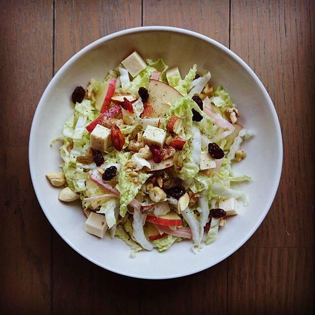 yuka sakuraiさんはInstagramを利用しています:「旬の白菜をサラダに。鍋とか漬物が多くて、生で食べるイメージがまったくなかったけど、こんなにも美味しいんだね。#野菜#やさい #サラダ #白菜#りんご #ハム#ナッツ#ドライフルーツ#チーズ#フルーツビネガードレッシング」 (57409)