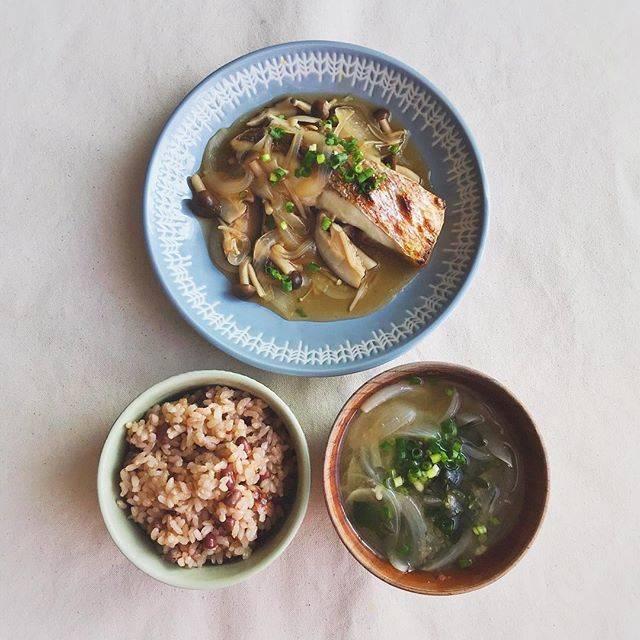MoekoさんはInstagramを利用しています:「今日の朝ごはん。 * * 鯛のきのこあんかけ 身がふわっふわです♡ * 明日から研修最終週! がんばろ〜👏 * * #鯛 #きのこ #あんかけ #おしゃおいしい #お味噌汁 #玄米 #一汁一菜 #朝ごはん #おうちごはん #ごはん #和食 #粗食 #地味飯 #朝食 #自炊…」 (58131)