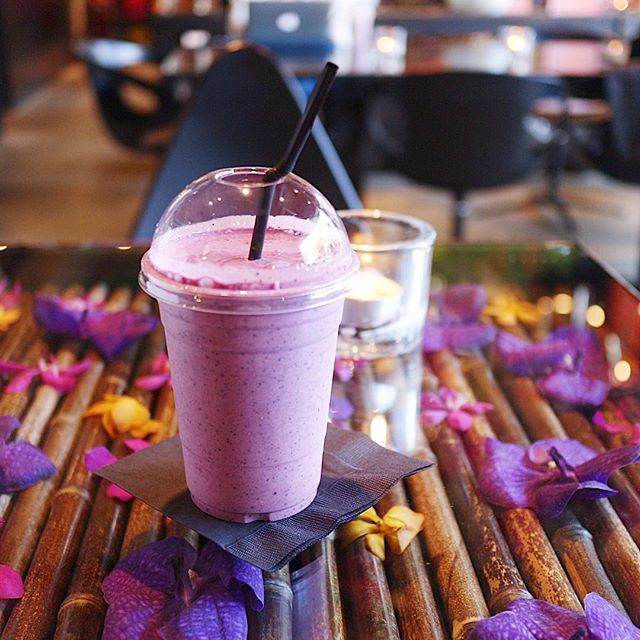 """Marina on Instagram: """"💜 Berry nice day🍇🥤 先日のニコライのスムージー💞 ㅤㅤㅤㅤㅤㅤㅤㅤㅤㅤㅤㅤㅤ #nicolaibergmann #nicolaibergmannnomu #nicolaibergmanncafe #flowercafe #smoothie…"""" (58179)"""