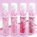 《M·A·C》ガラスのような艶のある唇に仕上げる「リップガラス」限定色が3/15〜発売!桜を思わせるピンクカラー4色をレビュー