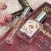 《BEAUTY COTTAGE(ビューティーコテージ)》ビクトリアンロマンスの香水「ラブノスタルジア オードパルファン」がレトロ可愛いと話題に!甘く優しいローズの香りをお試し