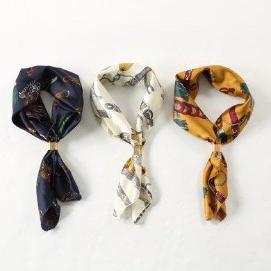 3COINSチェーン柄金具付きスカーフ
