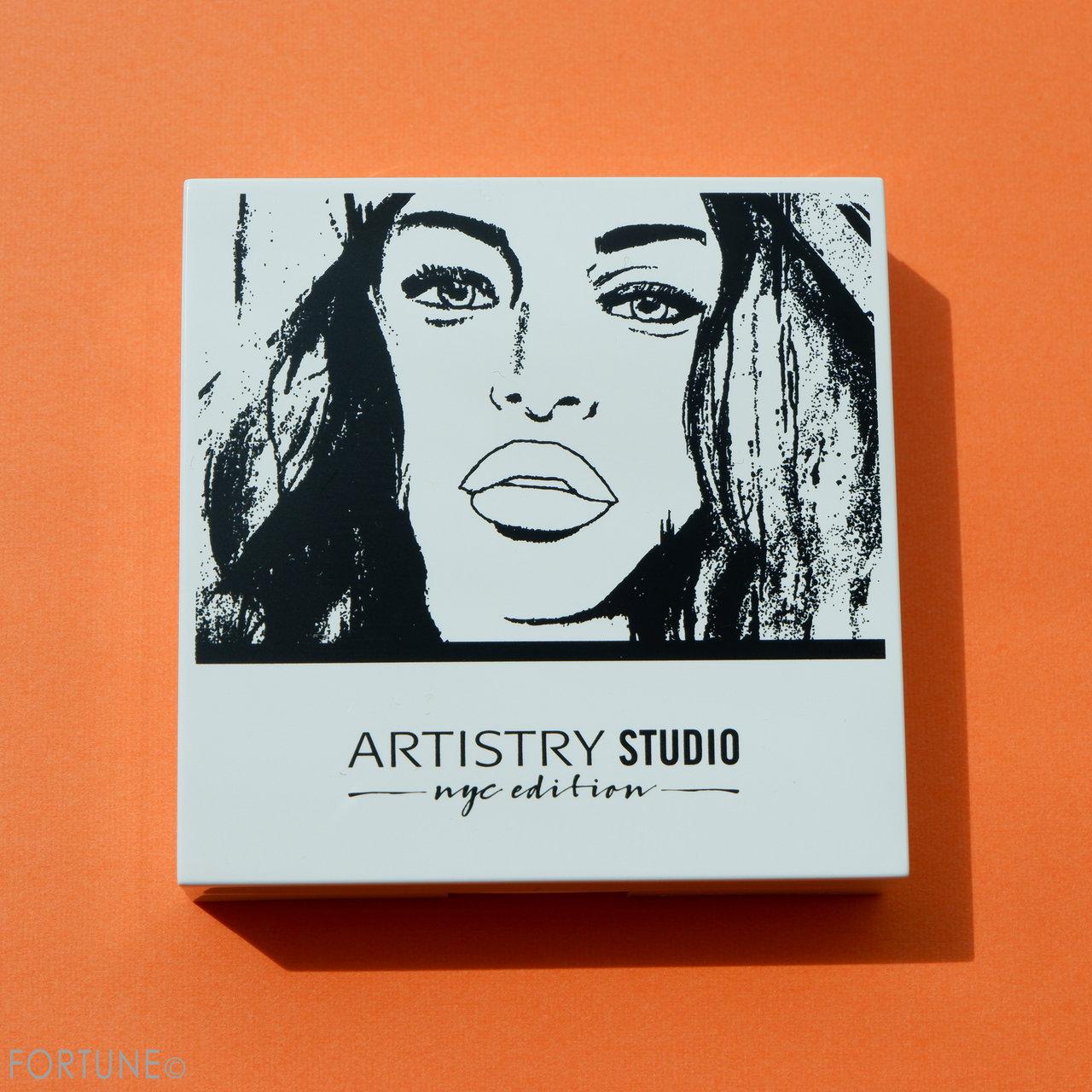 ARTISTRY STUDIO NYC EDITION イルミネイティング ライトアップ コンパクト