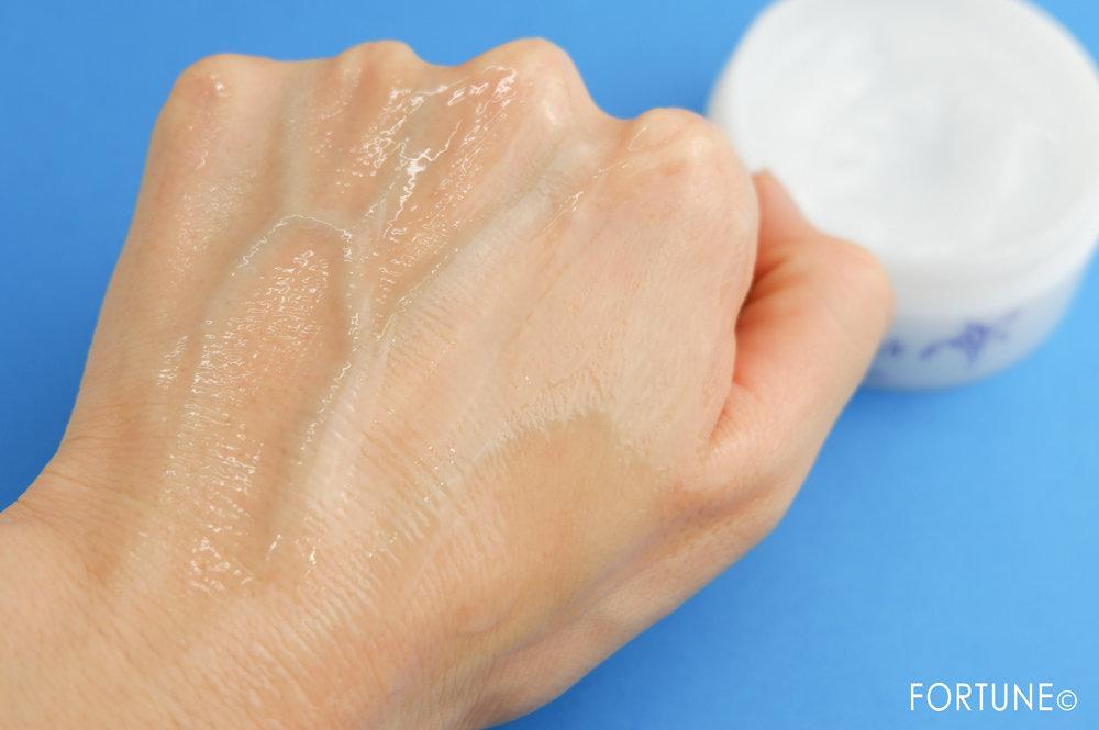 画像:ナチュリエ「ハトムギ保湿ジェル 限定ハトムギ保湿ジェル(40g)つき」使用感