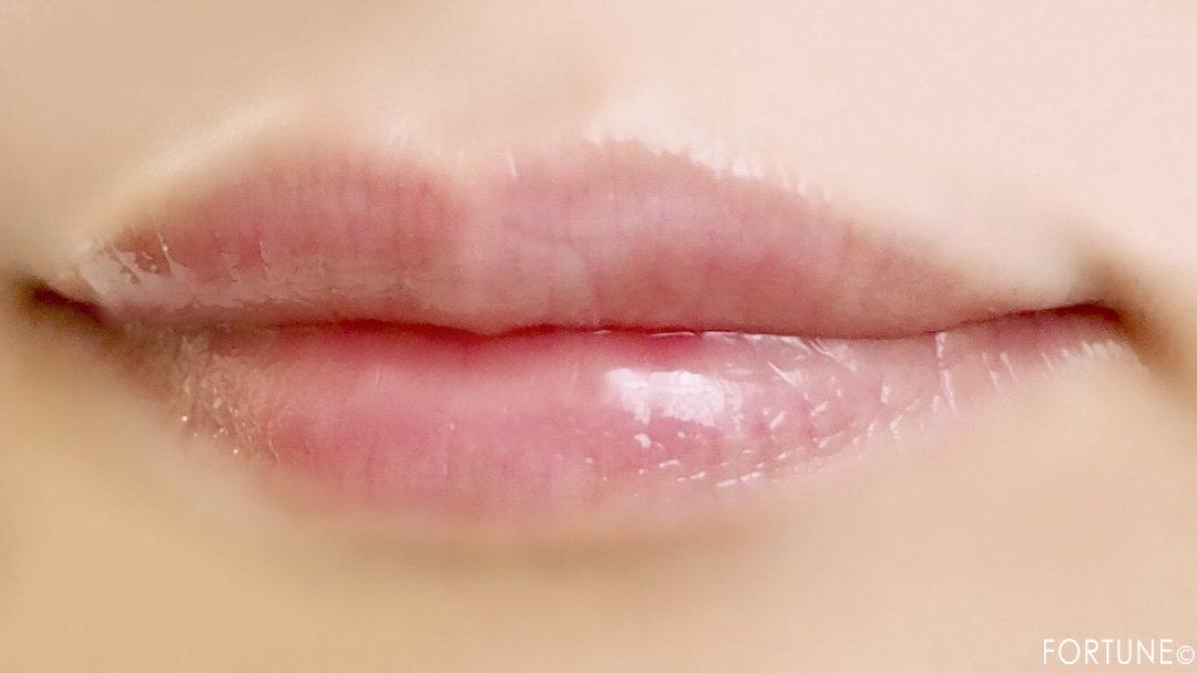 画像:《100均コスメ》キャンドゥ クレヨンタッチミー「リップグロス」クリスタルピンク