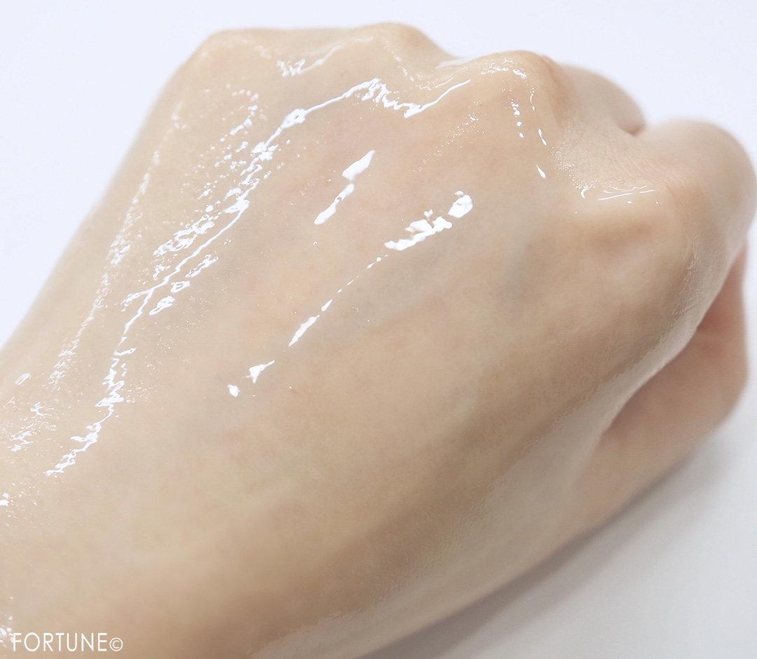 画像:「エリクシール ルフレ バランシング ミルク Ⅰ 」(さらさらタイプ)質感
