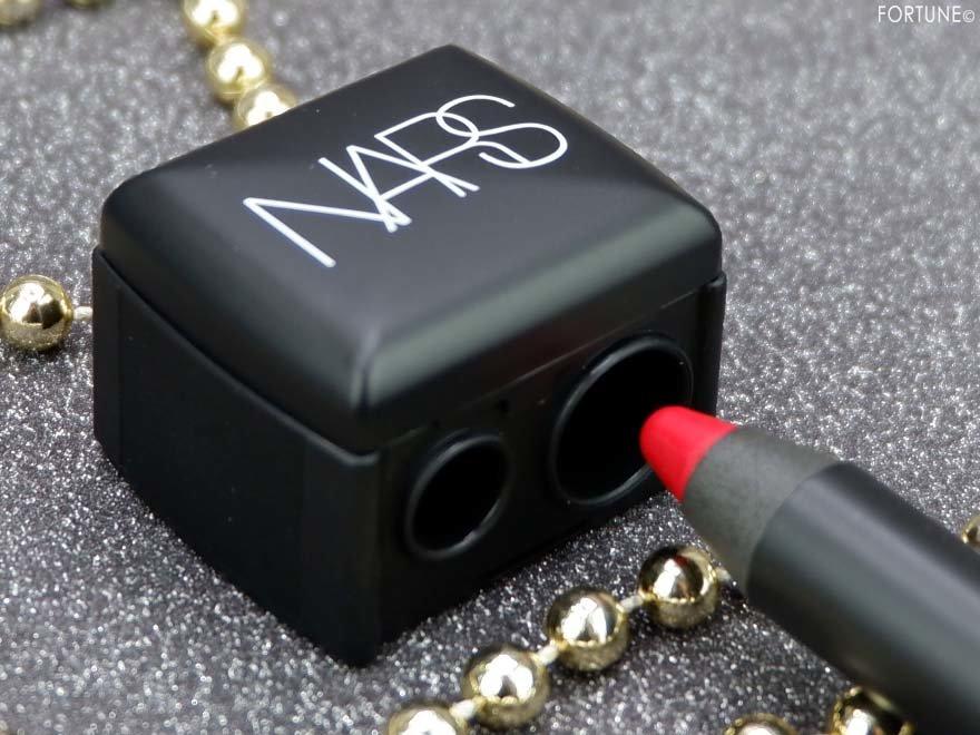 画像:NARS(ナーズ)クリスマスコフレ「NARS VIPルーム エッセンシャルセット」 「ペンシルシャープナー」