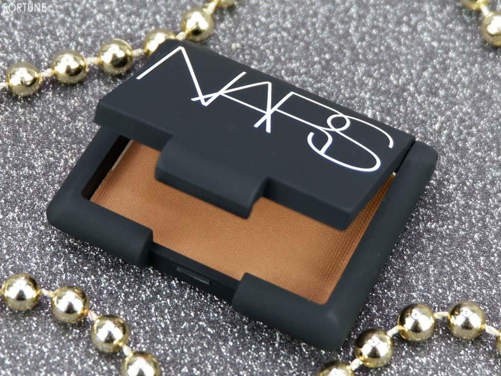 画像:NARS(ナーズ)クリスマスコフレ「NARS VIPルーム エッセンシャルセット」 「ブロンズパウダー」5101N(ミニサイズ)