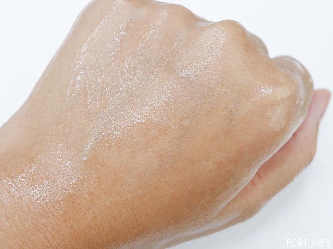 画像:ベネフィーク×ハローキティ×M / mika.ninagawa(蜷川実花)コラボ「ドゥース エマルジョン Ⅰ・Ⅱ セット KN」乳液
