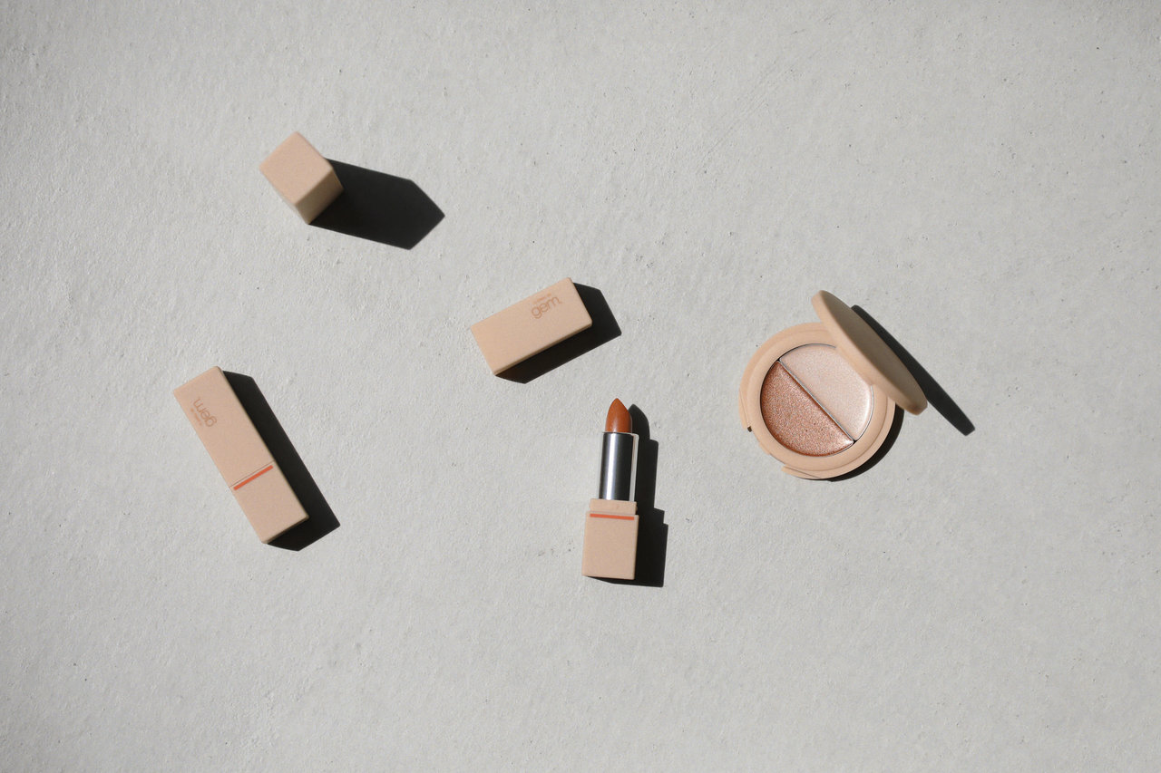 la peau de gem. (ラポドゥジェム) 「gemini lip stick(tint) lt-03 アプリコット」「gemini glow highlight gh-01」