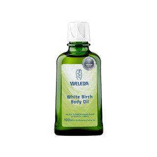 肌を滑らかに整えるアンズ核油などの植物オイルをベースに...