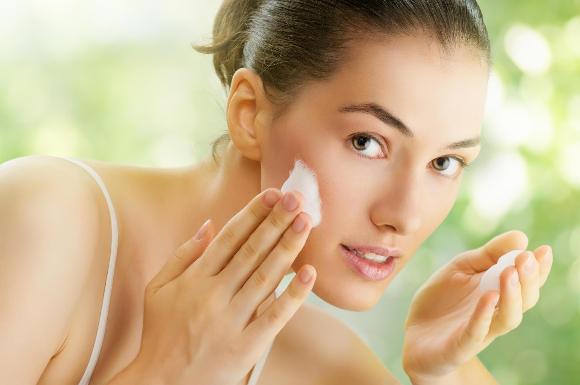 すこやかな肌へと導く。おすすめの洗顔フォームや選び方を紹介