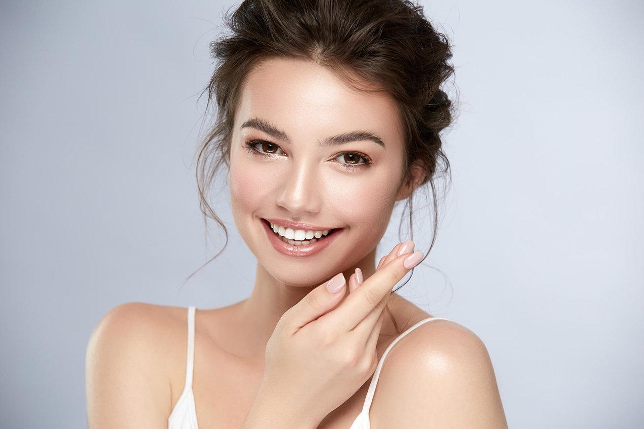 化粧水と乳液はセット使いがおすすめ。その理由やケアのコツとは?