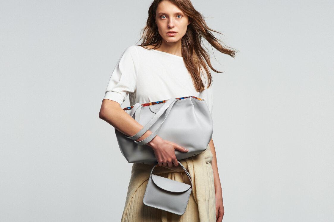 革のバッグのお手入れ方法は?汗が気になる夏も快適に使用するために