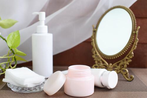 美容液・乳液・クリームなどの違いは何?それぞれの選び方についても解説