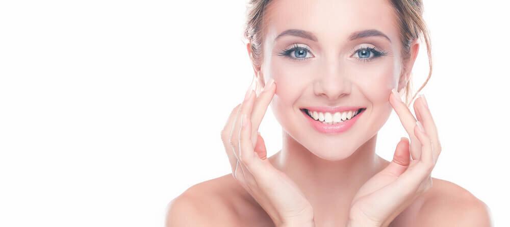 冬こそ美白ケアに力を入れて。透明感を与える化粧品やスキンケア方法