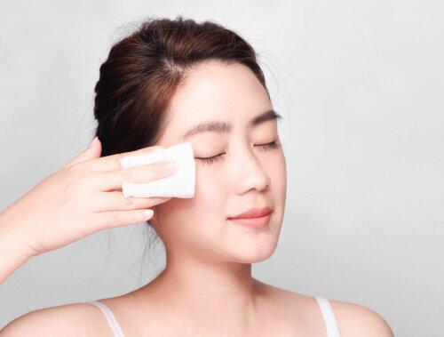 プレ化粧水の役割と必要性について。使い方や化粧品の正しい扱い方も解説