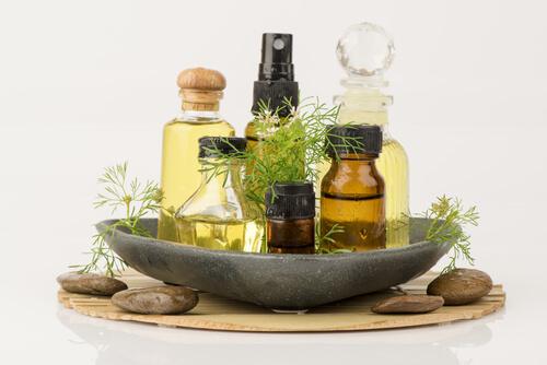 顔のむくみや乾燥にはオイルがおすすめ。正しいケアや予防法で冬を乗り切ろう