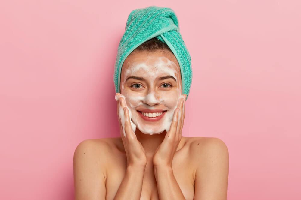 【美肌の近道は正しい洗顔から】洗顔はキメ細かい泡が命!泡立てのコツやおすすめの洗顔料を紹介