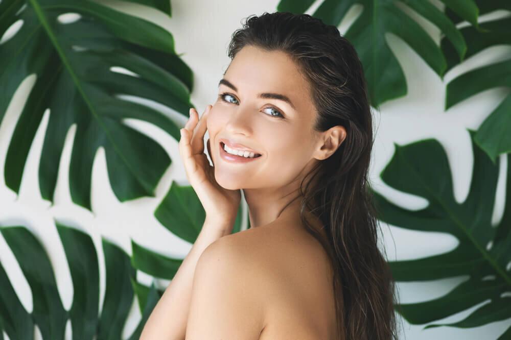 美肌に必要なスキンフローラとは?肌の常在菌の整え方や正しい洗顔のコツ