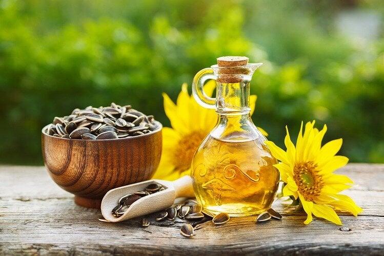 ヒマワリオイルで肌に上質なうるおいを。すぐれた美容効果や使用時の注意点を紹介