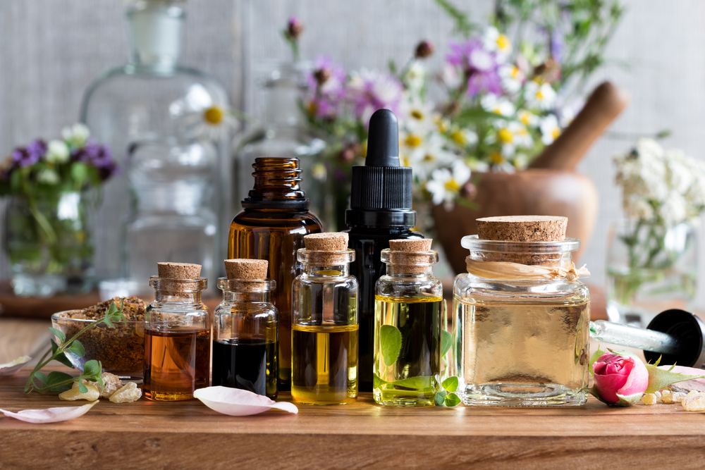 花粉症対策にはアロマを取り入れて。使い方・症状別におすすめの精油を解説