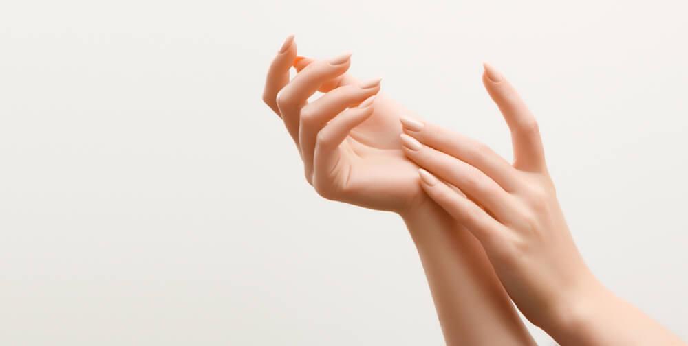 手は老化があらわれやすい部位。若々しい手指をキープするためのお手入れを始めよう