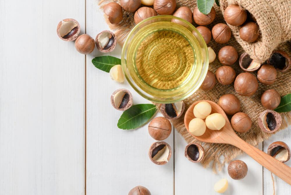 マカダミアナッツオイルで美容ケア。お肌への効果や取り入れ方、注意点について