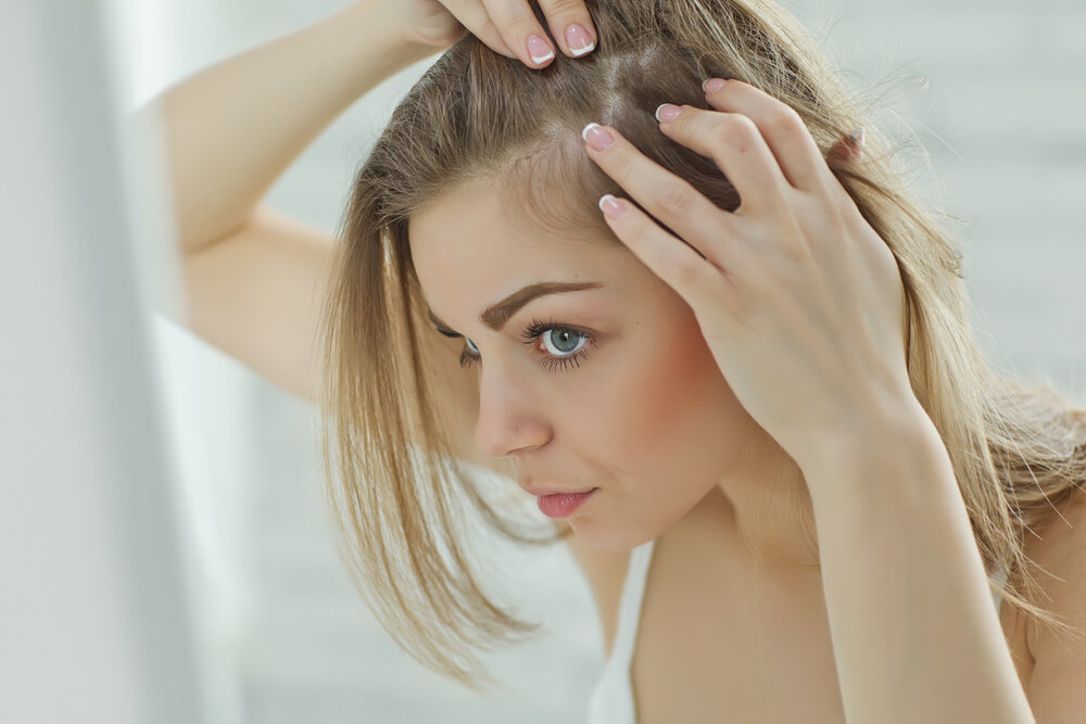 【皮膚科医が解説】頭のかゆみや乾燥が気になる!頭皮トラブルの原因と対処法を詳しくご紹介