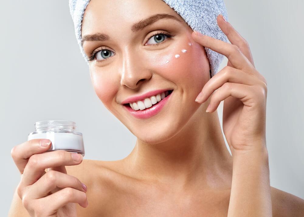 乾燥肌は正しいスキンケアが重要!手順やポイント、おすすめアイテムを紹介