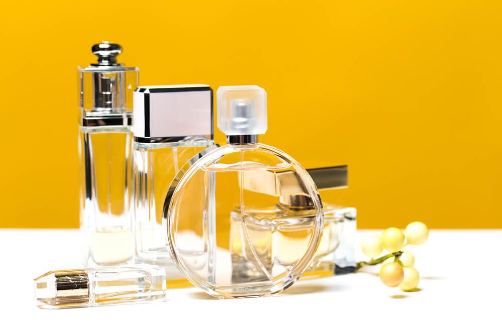 柑橘系の香水のボトル