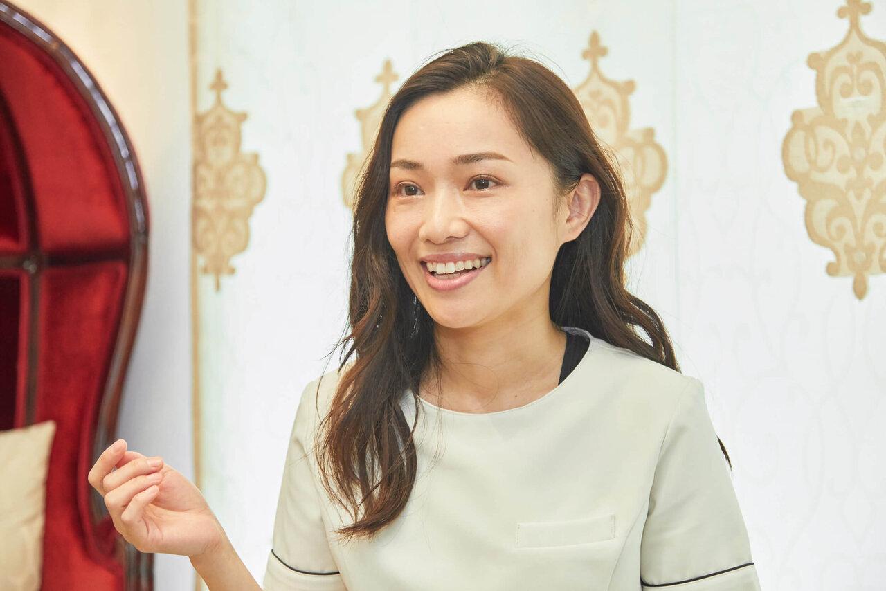 朝井麗華さんインタビューの様子