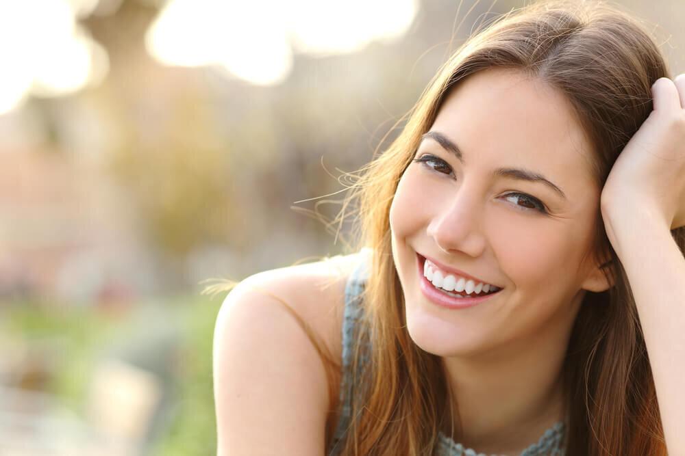 笑顔が美しい女性
