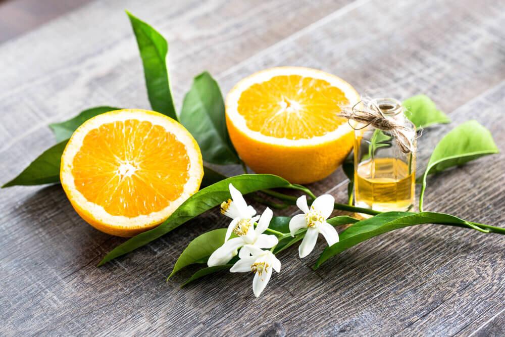 オレンジの果実と花