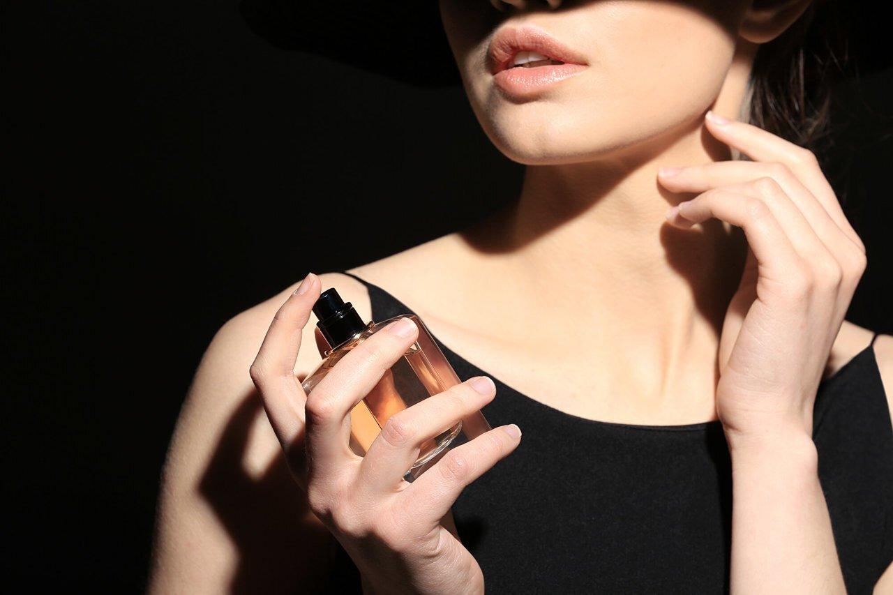 魅惑のサンダルウッド香水。その特徴や上手な使い方を知る - Her ELEGANCE