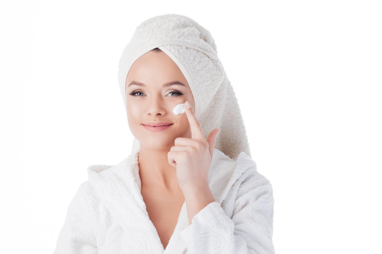 メイク落とし・洗顔の違いとは?ダブル洗顔の必要性や正しいやり方を解説 - Her ELEGANCE