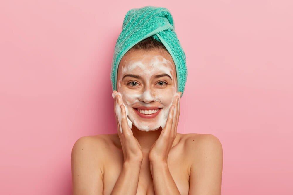 【美肌の近道は正しい洗顔から】洗顔はキメ細かい泡が命!泡立てのコツやおすすめの洗顔料を紹介 - Her ELEGANCE