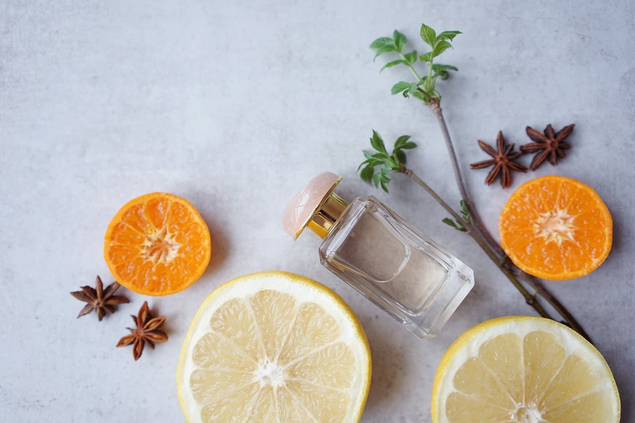 人気の柑橘系の香水。香りの魅力や与える印象と、おすすめフレグランスを紹介 - Her ELEGANCE